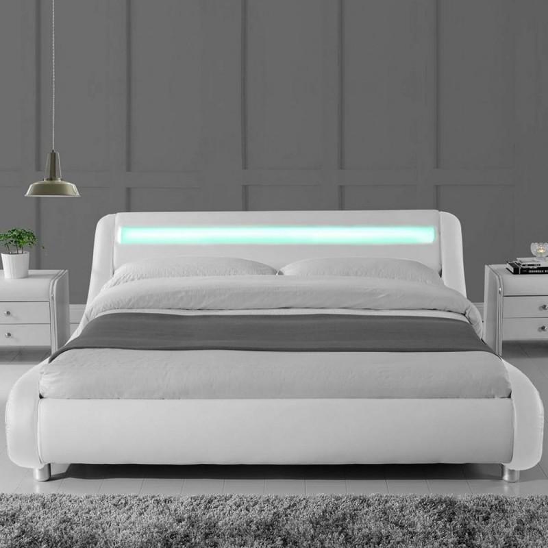 Lit design julio140 avec 2 tables chevet eva en blanc for Chevet lit design